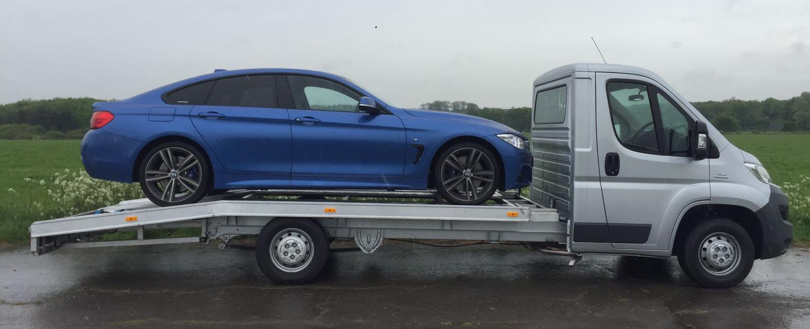 3.5t Transporter - Loaded - Blue Car